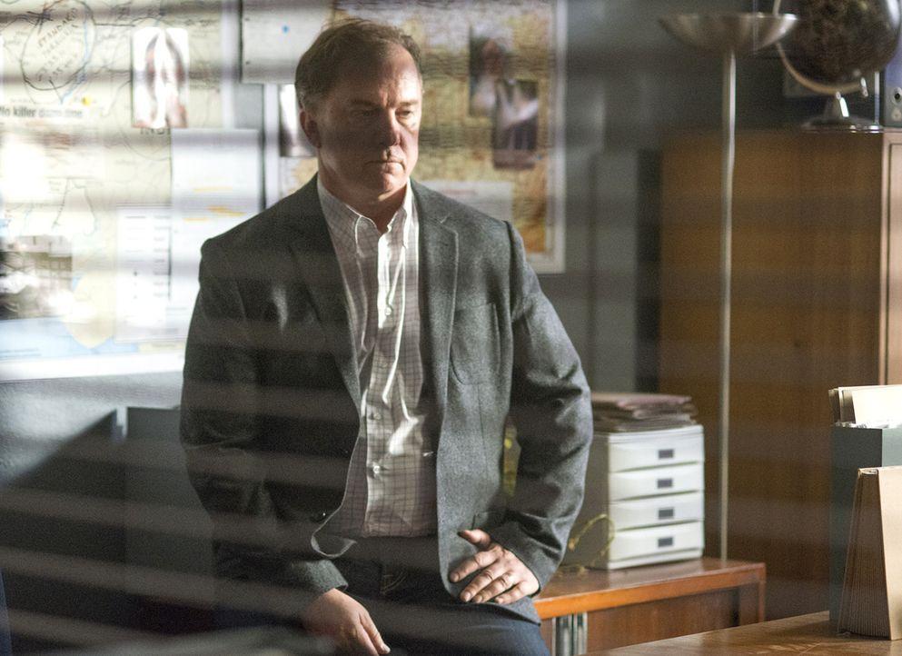 Gemeinsam mit Carrie versucht Redmond (Michael O'Keefe) herauszufinden, ob Boyd wirklich der Maulwurf ist, während der Austausch, Saul gegen fünf To... - Bildquelle: Homeland   2014 Twentieth Century Fox Film Corporation