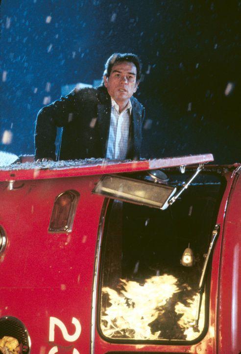 Mike Roark (Tommy Lee Jones), Leiter des Büros für Katastrophenschutz, hat die schwere Aufgabe, die Bevölkerung der Millionenstadt zu evakuieren... - Bildquelle: 20th Century Fox