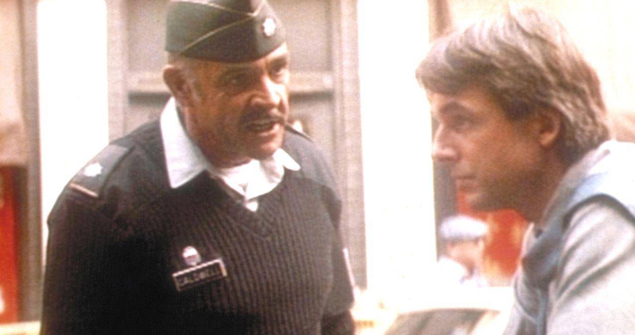 Polizist Jay Austin (Mark Harmon, r.) und der Militärpolizist Leutnant Colonel Alan Caldwell (Sean Connery, l.) können sich nicht ausstehen ... - Bildquelle: Paramount Pictures