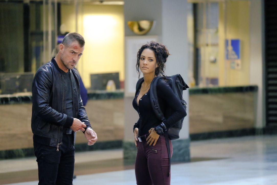 Jack Dalton (George Eads, l.) und Riley Davis (Tristin Mays, r.) helfen MacGyver dabei, eine Whistleblowerin zu beschützen, die Beweise hat, dass ih... - Bildquelle: 2016 CBS Broadcasting, Inc. All Rights Reserved