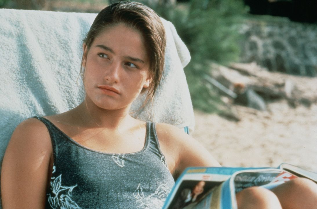 Véronique (Marie Gillain) greift zu einem raffinierten Trick um die gewünschte Aufmerksamkeit von Benjamin zu bekommen ... - Bildquelle: TF1 Films Productions