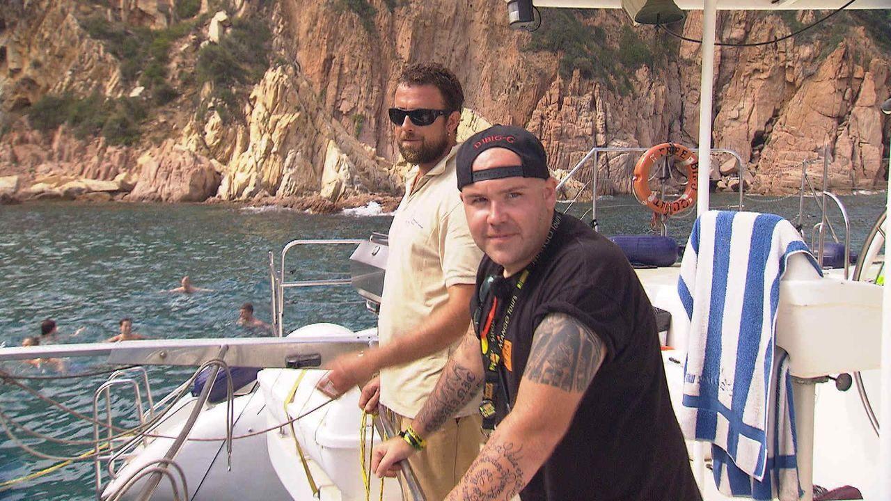 Auswanderer Dominic hat sich in Lloret de Mar ein neues und aufregendes Leben aufgebaut: Während er tagsüber als Reiseleiter Reisegruppen betreut, a... - Bildquelle: kabel eins