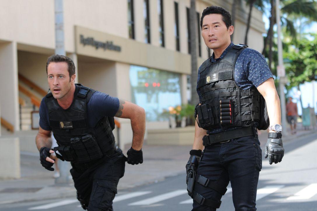 Während Chin (Daniel Dae Kim, r.) und Steve (Alex O'Loughlin, l.) versuchen einen Fall aufzudecken, wird Adam von der Yakuza entführt ... - Bildquelle: Norman Shapiro 2015 CBS Broadcasting, Inc. All Rights Reserved / Norman Shapiro