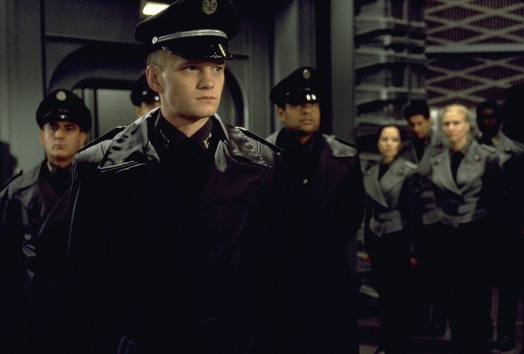 Colonel Carl Jenkins (Neil Patrick Harris) hat ein ziemlich großes Problem ? - Bildquelle: SONY PICTURES TELEVISION INTERNATIONAL
