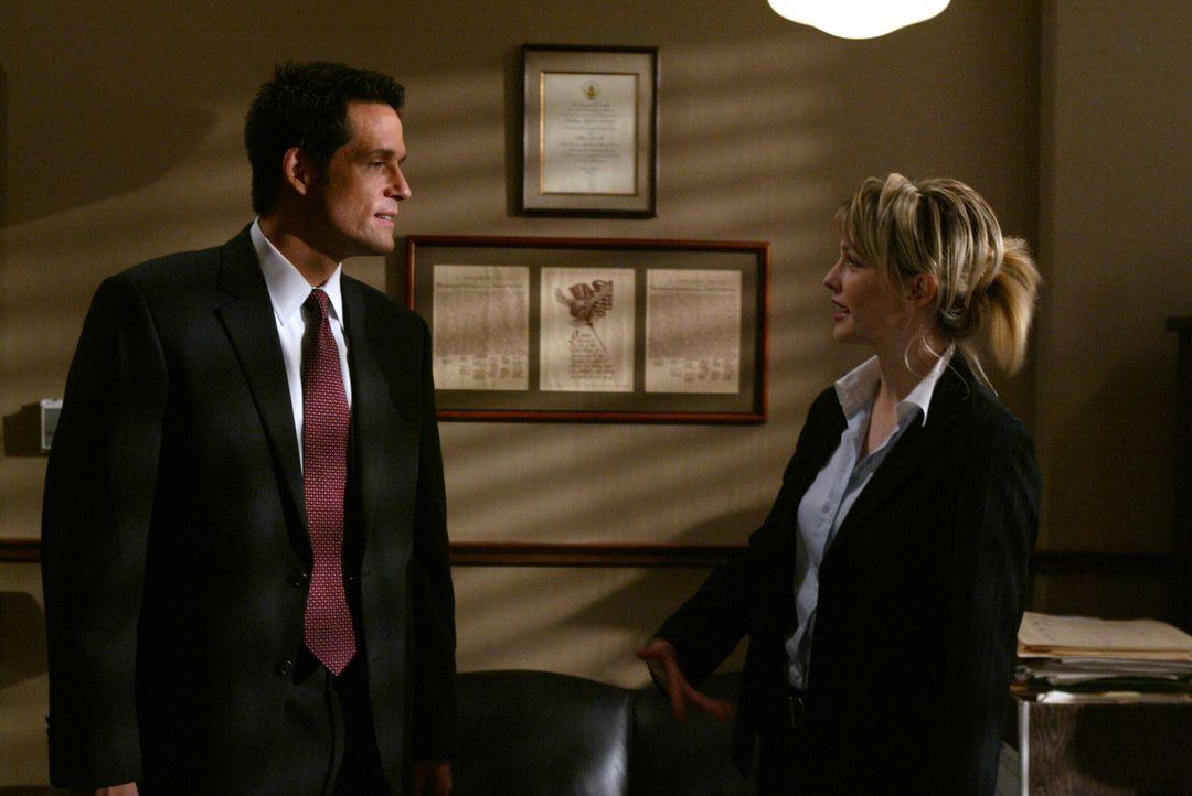 Kann Kite (Josh Hopkins, l.) vielleicht Det. Lilly Rush (Kathryn Morris, r.) in ihrem neuesten Fall weiterhelfen? - Bildquelle: Warner Bros. Television