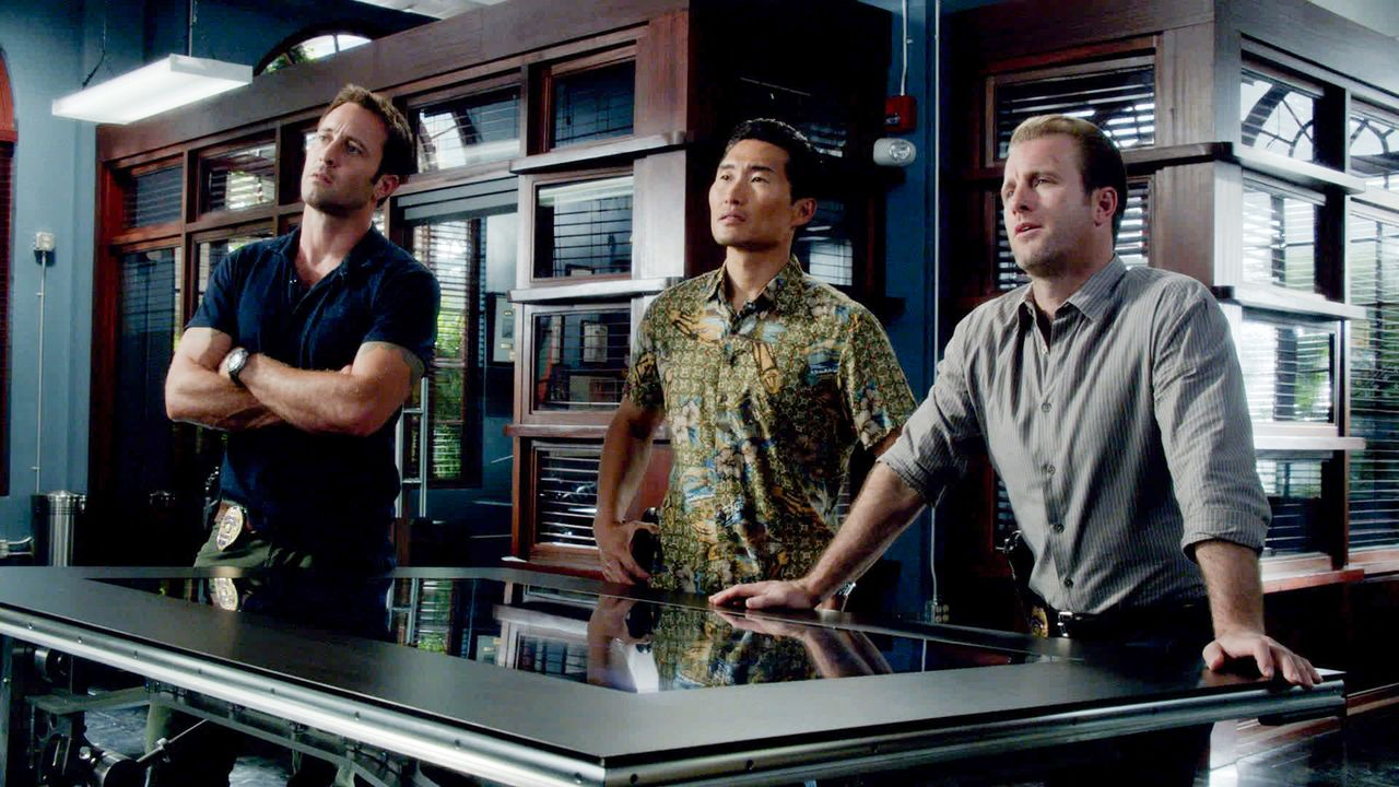 Ein neuer Fall wartet auf Danny (Scott Caan, r.), Steve (Alex O'Loughlin, l.) und Chin (Daniel Dae Kim, M.) ... - Bildquelle: 2013 CBS Broadcasting Inc. All Rights Reserved