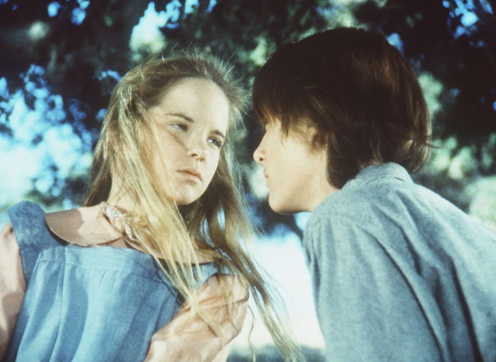 John (Radames Pera, r.), der Adoptivsohn von Edwards, gesteht Mary (Melissa Sue Anderson, l.) seine Liebe. - Bildquelle: Worldvision
