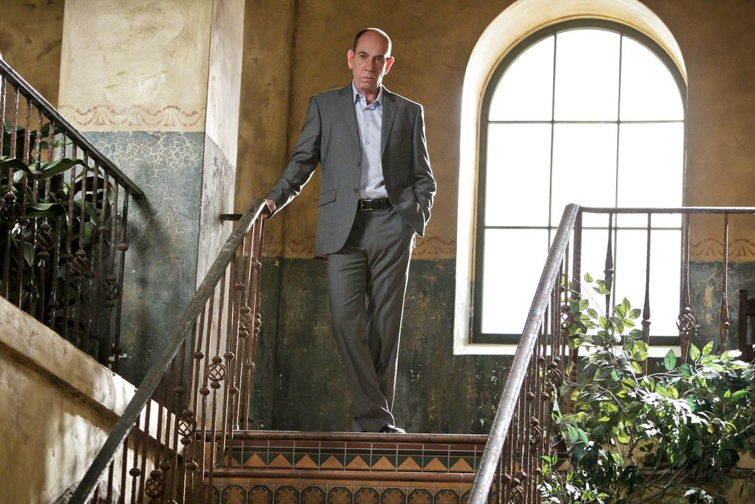 Owen (Miguel Ferrer) weiß nicht, was er von dem Mord an Weinhändler Stanfill halten soll: Dieser hat anscheinend noch deutlich mehr Geld unterschlag... - Bildquelle: CBS Studios Inc. All Rights Reserved.