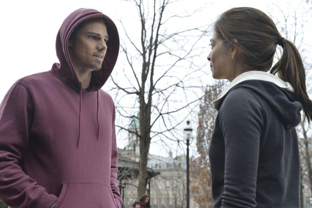 Vincent (Jay Ryan, l.) möchte nicht, dass Catherine (Kristin Kreuk, r.) ihm aus dem Weg geht ... - Bildquelle: 2013 The CW Network. All Rights Reserved.