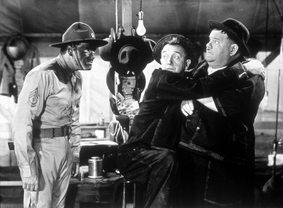 (v.l.n.r.) Hippo (Edmund MacDonald); Stan (Stan Laurel); Oliver (Oliver Hardy) - Bildquelle: 1941 Twentieth Century Fox Film Corporation.