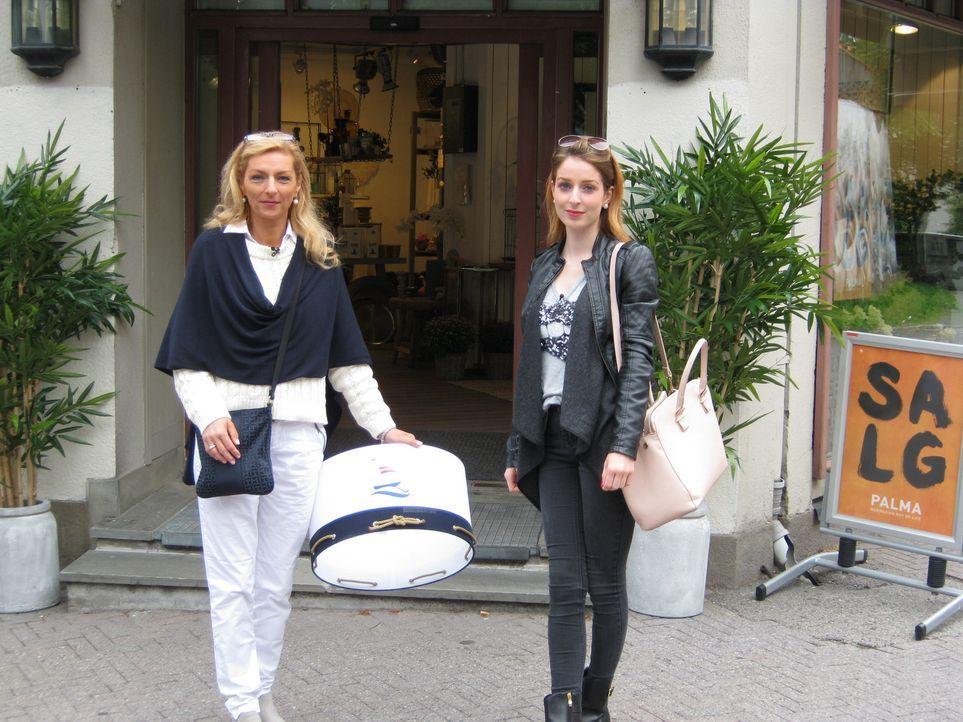 Wird bei ihren Auswanderplänen von ihrer Tochter Elisa (r.) unterstützt: Künstlerin Janina (l.) ... - Bildquelle: kabel eins