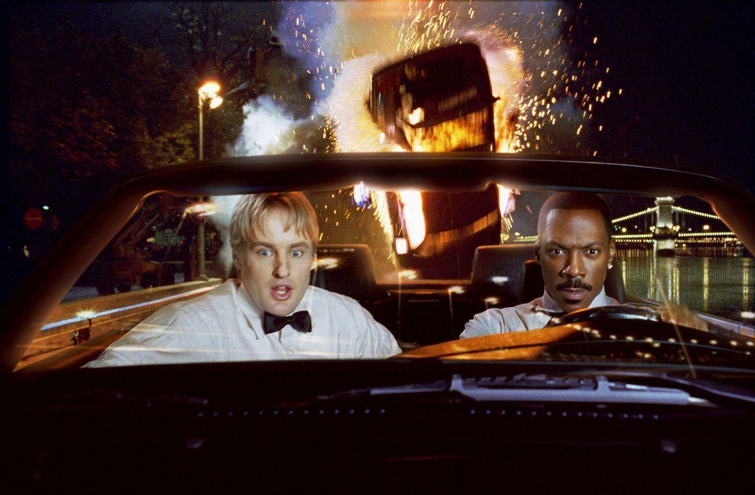 Überall dort, wo Scott (Owen Wilson, l.) und Robinson (Eddie Murphy, r.) auftauchen, droht die Welt im Chaos zu versinken ... - Bildquelle: 2003 Sony Pictures Television International