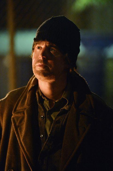 Mischt sich unter die Obdachlosen der Stadt, um an Informationen zu kommen: McGee (Sean Murray) - Bildquelle: CBS Television