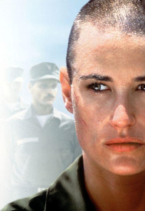 Navy-Offizier Lieutenant Jordan O'Neil (Demi Moore) nimmt eine historische Herausforderung an, indem sie als erste Frau das knochenharte Ausbildungs... - Bildquelle: Buena Vista International