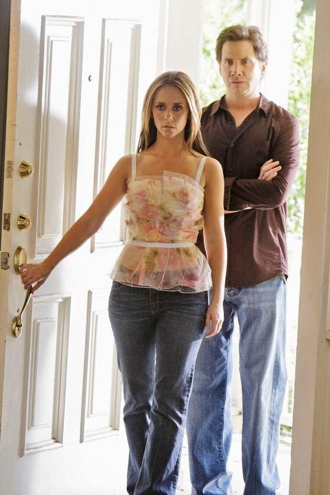 Im Haus von Larry Jones machen Melinda Gordon (Jennifer Love Hewitt, l.) und Eli James (Jamie Kennedy, r.) eine grausame Entdeckung ... - Bildquelle: ABC Studios