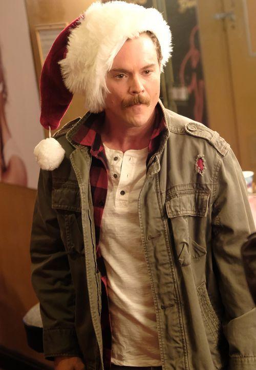 Bekommt einen überraschenden, aber weniger erfreulichen Anruf zu Weihnachten: Martin Riggs (Clayne Crawford) ... - Bildquelle: Warner Brothers