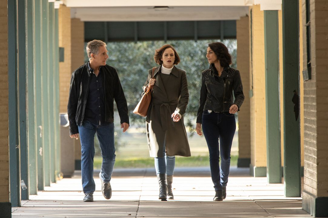 (v.l.n.r.) Dwayne Pride (Scott Bakula), Karla Monroe (Ellen Adair), Special Agent Hannah Khoury (Necar Zadegan) - Bildquelle: Sam Lothridge 2019 CBS Broadcasting Inc. All Rights Reserved. / Sam Lothridge