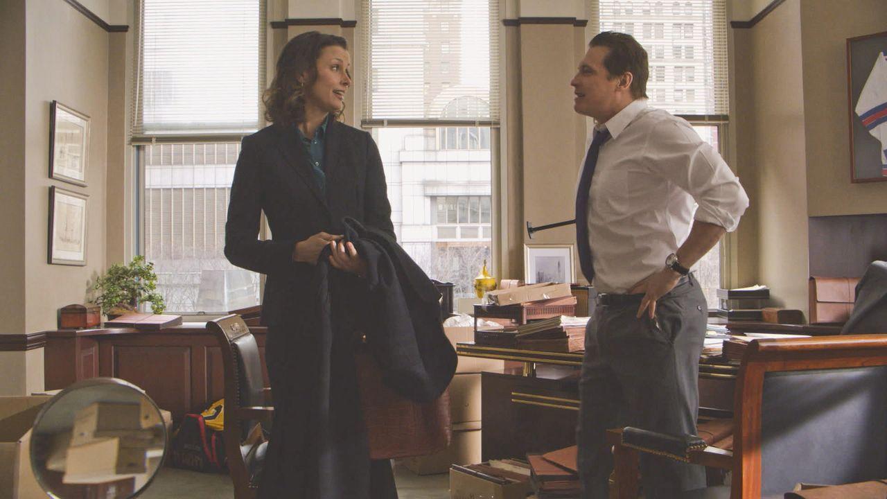 Ein Speed-Dating, an dem Erin (Bridget Moynahan, l.) teilnimmt, endet in einem Desaster. Umso überraschter ist sie, als sich einer ihrer Dating-Part... - Bildquelle: 2013 CBS Broadcasting Inc. All Rights Reserved.