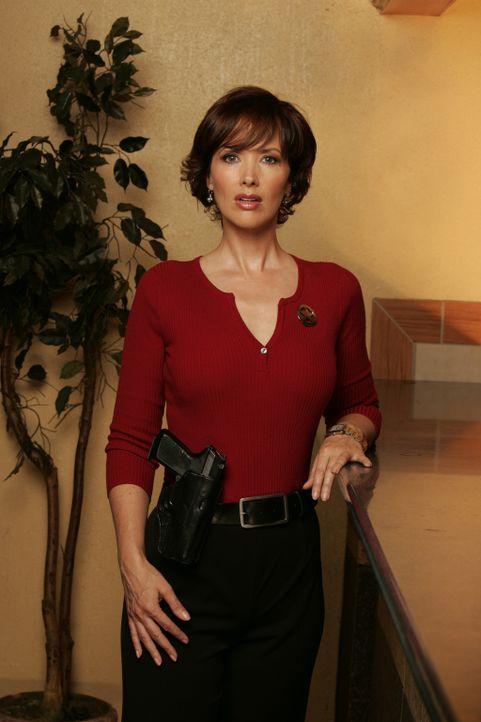 Als einer der Ranger in einen Doppelmord verwickelt wird, versucht Kay Austin (Janine Turner), eine Expertin der Spurensicherung, in einem verzweife... - Bildquelle: CBS Television