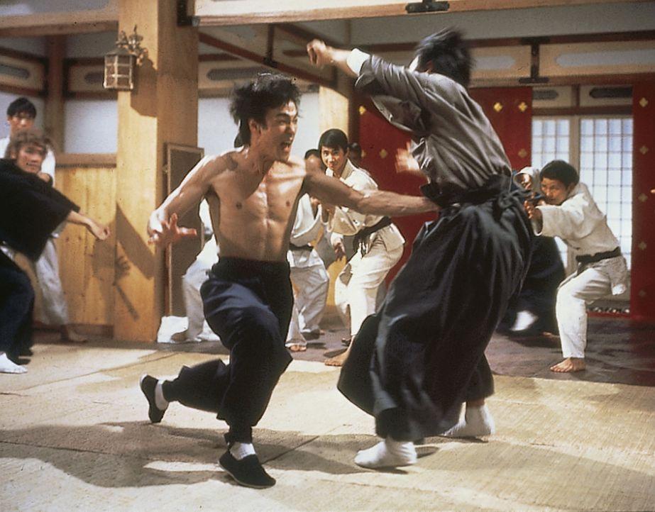 Chen Zhen (Bruce Lee, l.) - Bildquelle: 2019 Universum Film GmbH
