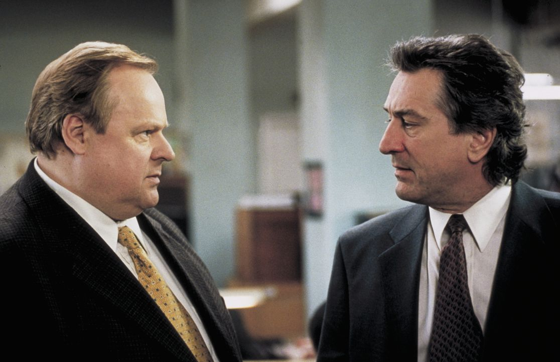 Reg Duffy (George Dzundza, l.); Detective Vincent LaMarca (Robert De Niro, r.) - Bildquelle: Beta Film