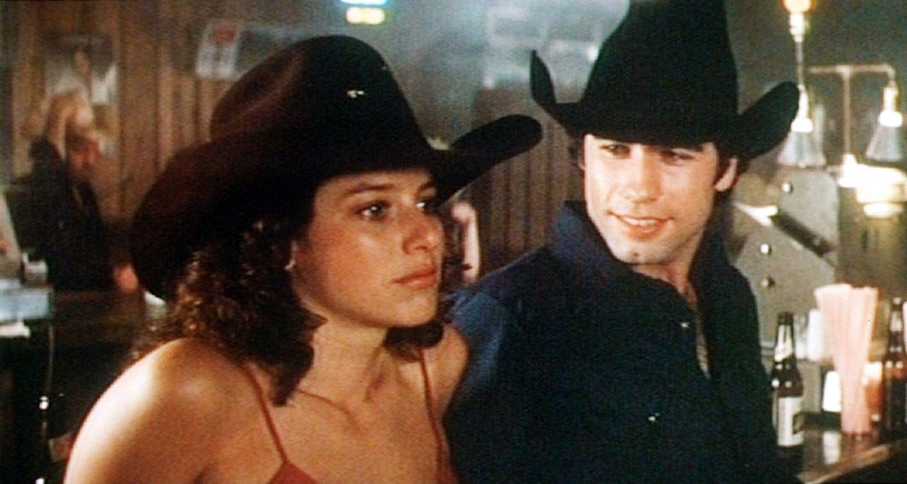 Der junge Arbeiter Bud (John Travolta, r.) kommt vom Lande in die Großstadt und lernt in seiner  Stammkneipe bald die hübsche Sissy (Debra Winger,...
