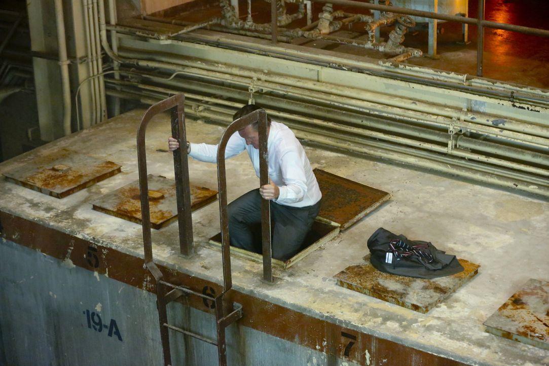 Findet Cabe (Robert Patrick) noch einen Ausweg aus dem Atomkraftwerk, bevor die Radioaktivität ihn tötet? - Bildquelle: Adam Taylor 2014 CBS Broadcasting, Inc. All Rights Reserved / Adam Taylor