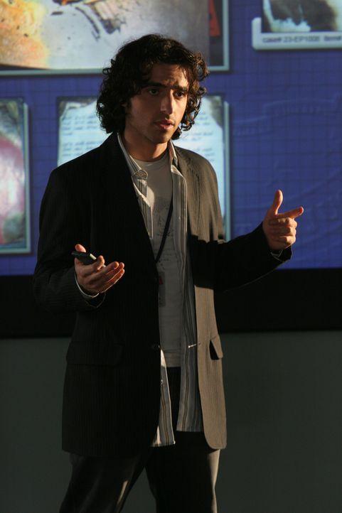 Charlie (David Krumholtz) berechnet die Möglichkeiten um seinen Bruder Don bei dessen aktuellem Fall zu unterstützen ... - Bildquelle: Paramount Network Television