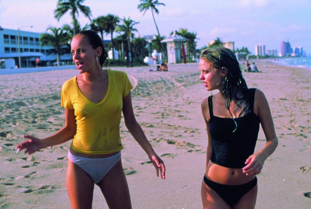 Als sie Opfer einer Vergewaltigung werden, fassen Ali (Bijou Phillips, l.), Heather (Kelli Garner, r.) und ihre Freunde den Entschluss, ihren Peinig...