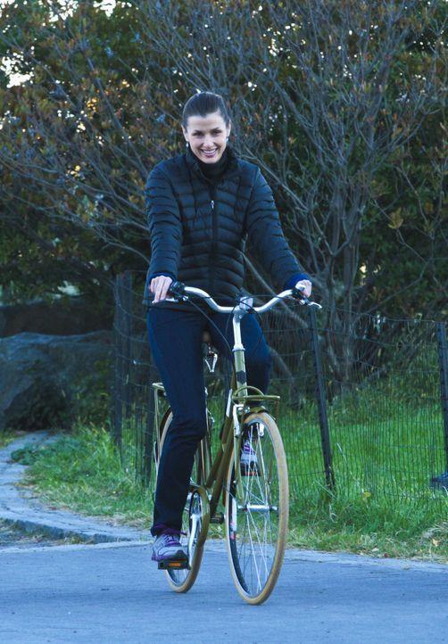 Während ihres Fahrradausflugs ahnt Erin (Bridget Moynahan) nicht, dass sich ein Familienunglück ereignen wird ... - Bildquelle: Giovanni Rufino 2012 CBS Broadcasting Inc. All Rights Reserved.