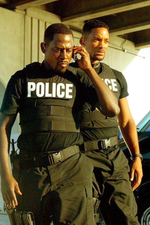 Die Bad Boys Burnett (Martin Lawrence, l.) und Lowrey (Will Smith, r.) des Miami Police Departments haben einen äußerst schwierigen Auftrag zu erled... - Bildquelle: 2004 Sony Pictures Television International. All Rights reserved.