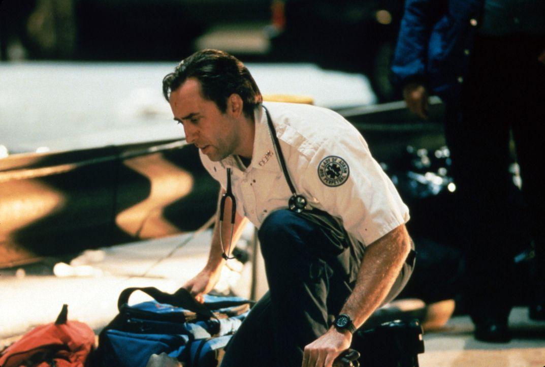 Der Sanitäter Frank Pierce (Nicolas Cage) wird bei seiner Arbeit tagtäglich mit dem Tod konfrontiert. Eine Tatsache, die ihm immer mehr Kraft raubt... - Bildquelle: Paramount Pictures and Touchstone Pictures