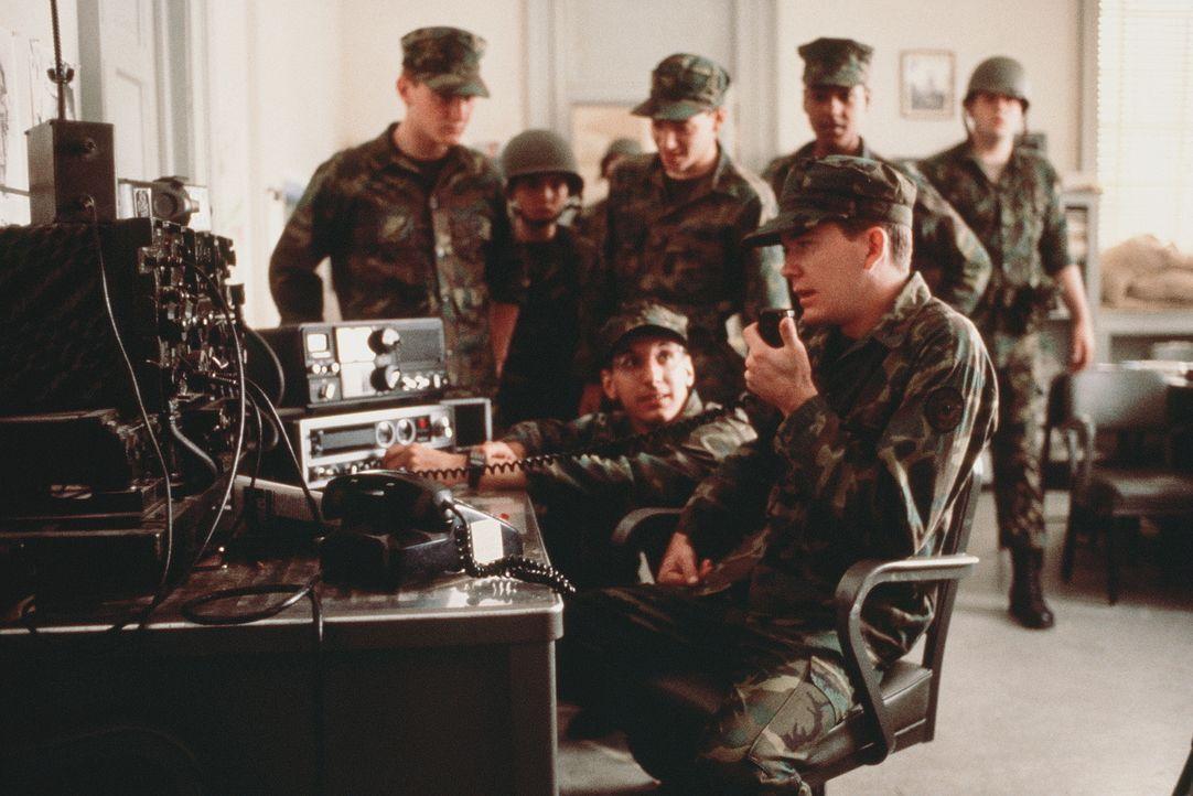 Moreland (Timothy Hutton, r.) hat sich mit seinen Kadetten in 'Bunker Hill' verschanzt, um gegen die Schließung der Militärakademie zu protestieren.... - Bildquelle: 20th Century Fox Film Corporation