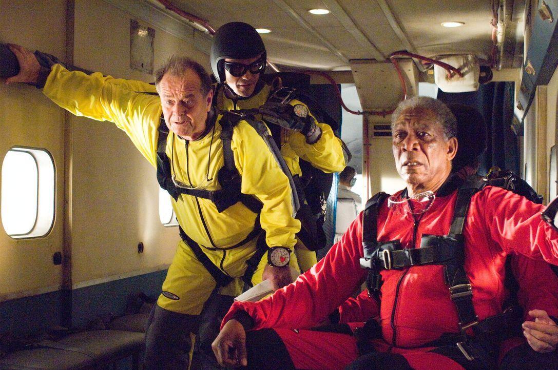 Der schwerreiche Unternehmer Edward Cole (Jack Nicholson, l.) und der Automechaniker  Carter Chambers (Morgan Freeman, r.) landen im selben Krankenz... - Bildquelle: TM and   2007 Warner Bros. Entertainment Inc. All Rights Reserved.