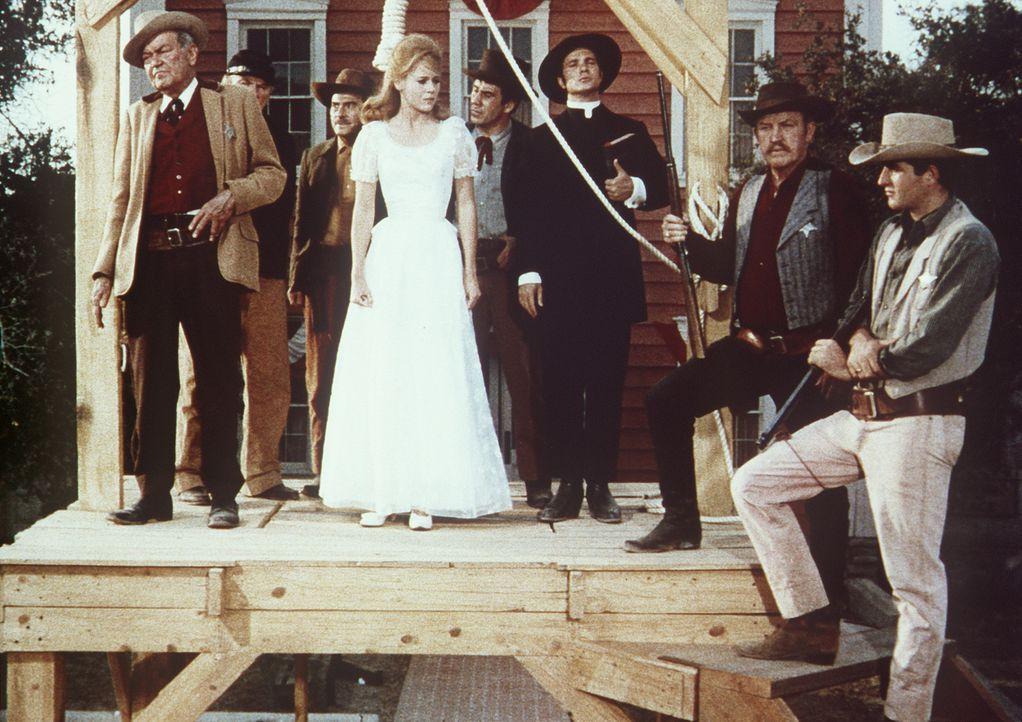 Cat (Jane Fonda, M.) hat in Notwehr Sir Percival erschossen. Und dafür soll sie hängen ... - Bildquelle: Columbia Pictures