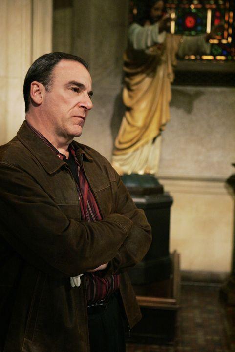 Special Agent Jason Gideon (Mandy Patinkin) muss mit seinem Team, eine schreckliche Mordserie aufklären ... - Bildquelle: Touchstone Television