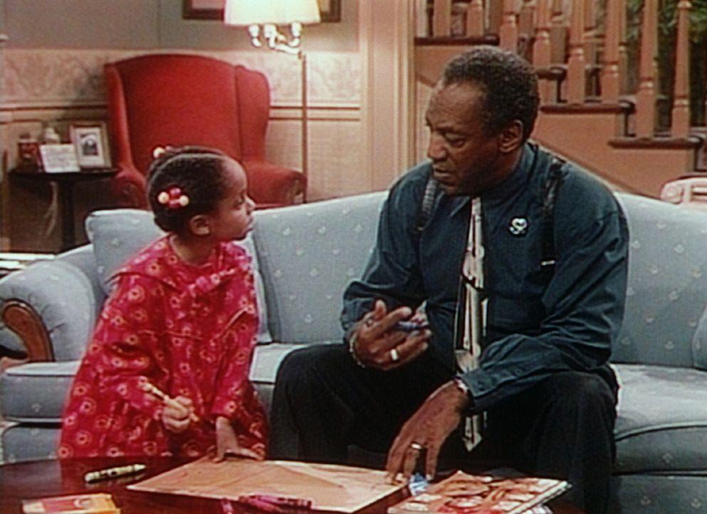 Olivia (Raven Symone, l.) möchte Präsidentin der Vereinigten Staaten werden und entwickelt schon eine eigene neue Flagge. Cilff (Bill Cosby, r.) s... - Bildquelle: Viacom