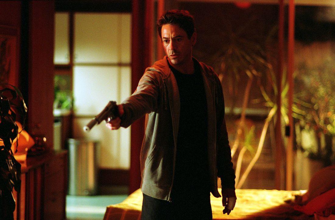 Als dem Kleinkriminellen Harry Lockhart (Robert Downey Jr.) eine Filmrolle als Detektiv angeboten wird, soll er sich, um sich auf seinen Auftritt vo... - Bildquelle: 2015 © Warner Brothers