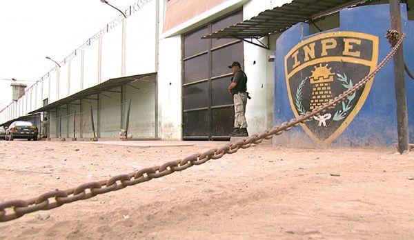 Die Mauern eines peruanischen Gefängnisses