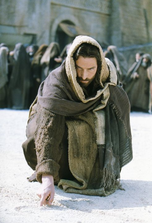 """Bist Du der Messias, der Sohn des Hochgelobten? ""Ja, ich bin es"": Jesus von Nazareth (James Caviezel) ... - Bildquelle: Icon Film Distribution Ltd."
