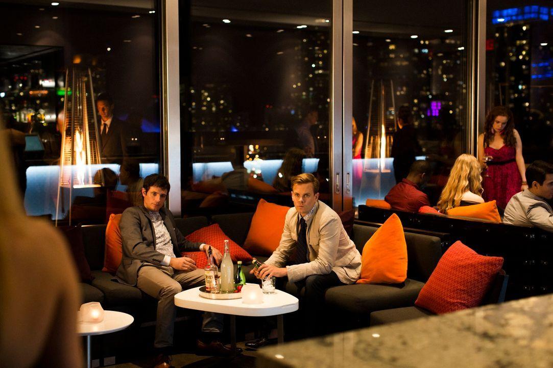 Die unberechenbaren Brüder Shaun (Chris Hoffman, l.) und Paul Devlin (Morgan Kelly, r.) geben ganz besondere Partys für reiche Männer - Sex mit Mind... - Bildquelle: 2013 Muse Entertainment / Back Alley Film Productions