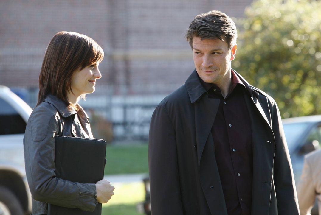 Kate Beckett (Stana Katic, l.) und Richard Castle (Nathan Fillion, r.) arbeiten gemeinsam an einem neuen Fall. - Bildquelle: ABC Studios