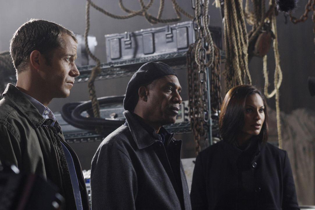 Sind von dem neuen Sheriff überrascht: Henry (Joe Morton, M.), Allison (Salli Richardson, r.) und Jack (Colin Ferguson, l.) - Bildquelle: Universal Television