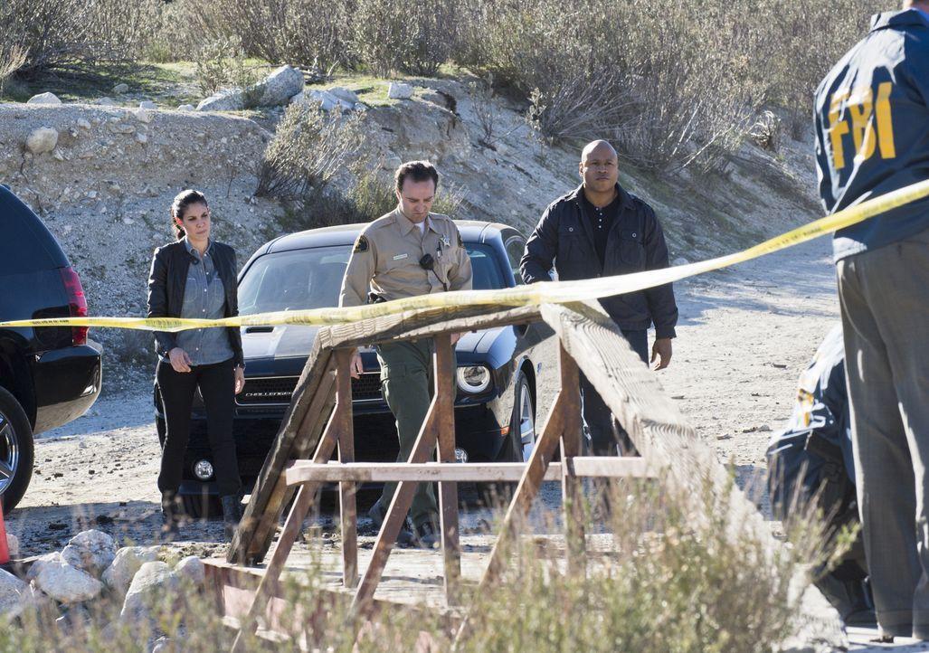 Als drei FBI-Agenten nach einer erfolgreichen Durchführung einer Undercover-Mission ums Leben gekommen sind, werden Kensi (Daniela Ruah, l.), Sam (L... - Bildquelle: CBS Studios Inc. All Rights Reserved.