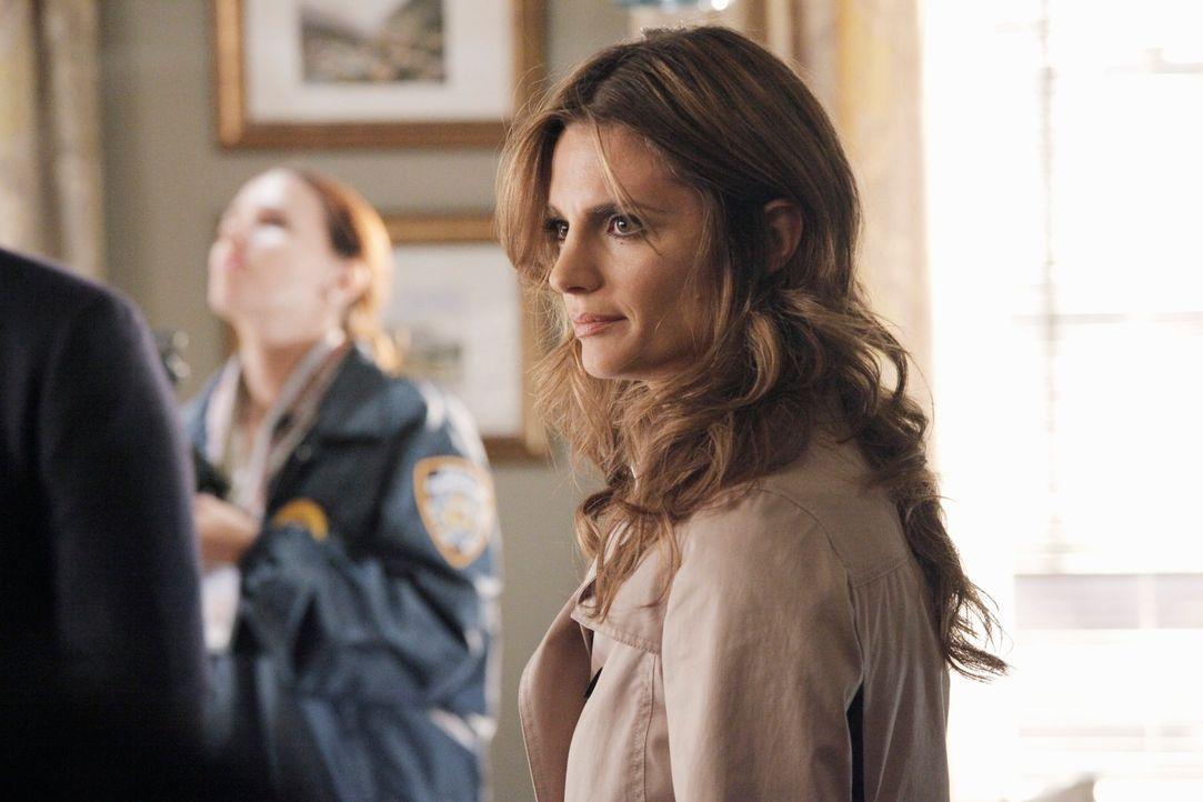 Kennt sie Castle wirklich oder hat sich Kate Beckett (Stana Katic, r.) in ihm getäuscht? - Bildquelle: 2012 American Broadcasting Companies, Inc. All rights reserved.