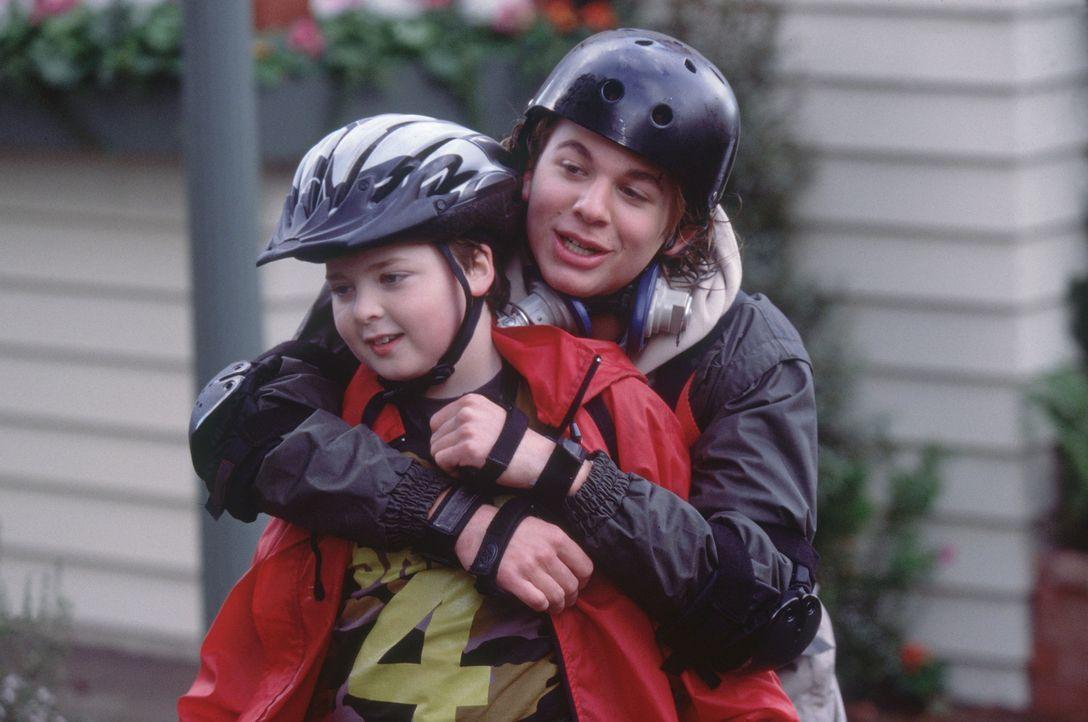 Nach der unglückseligen Wunscherfüllung freundet sich Alex (A.J. Trauth, r.) mit dem kleinen Terrence (Spencer Breslin, l.) an. Er ahnt nicht, das... - Bildquelle: The Disney Channel