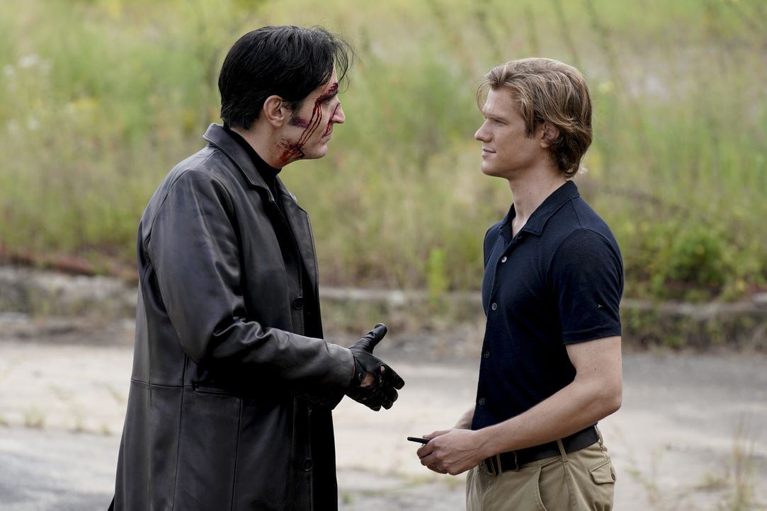Murdoc (David Dastmalchian, l.); MacGyver (Lucas Till, r.) - Bildquelle: Jace Downs 2018 CBS Broadcasting, Inc. All Rights Reserved / Jace Downs