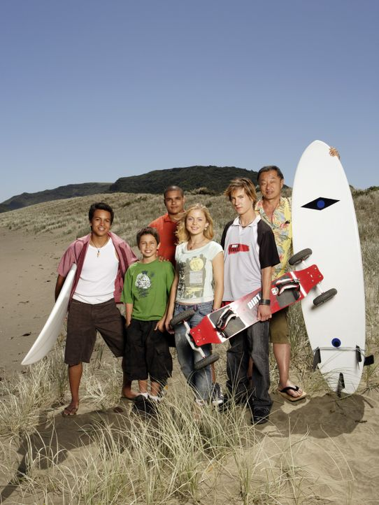 Sport ist ihr Leben: (v.l.n.r.) Johnny Kapahala (Brandon Baker), Chris (Jake T. Austin), Sam (Jonathan 'Lil J' McDaniel), Val (Rose McIver), Jared (... - Bildquelle: Disney. All rights reserved