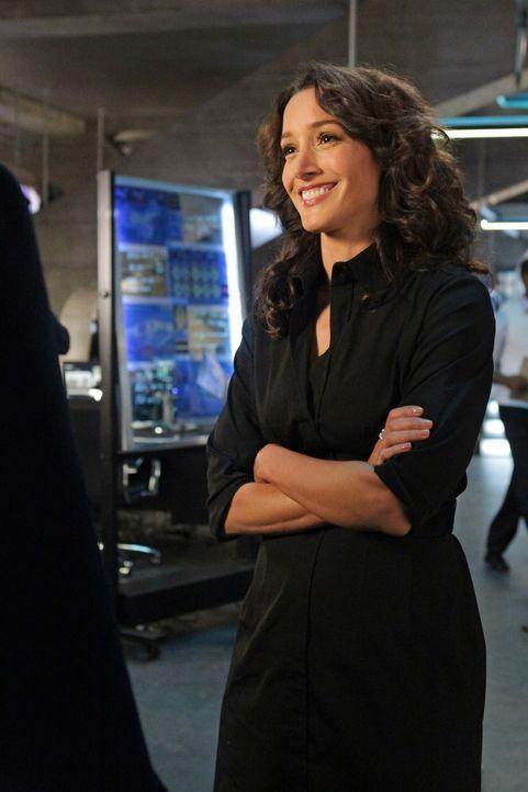 Die attraktive Agentin Sophia Turner (Jennifer Beals) bittet Richard Castle und Kate Beckett um Hilfe in einem außerordentlich brisanten Fall ... - Bildquelle: 2012 American Broadcasting Companies, Inc. All rights reserved.
