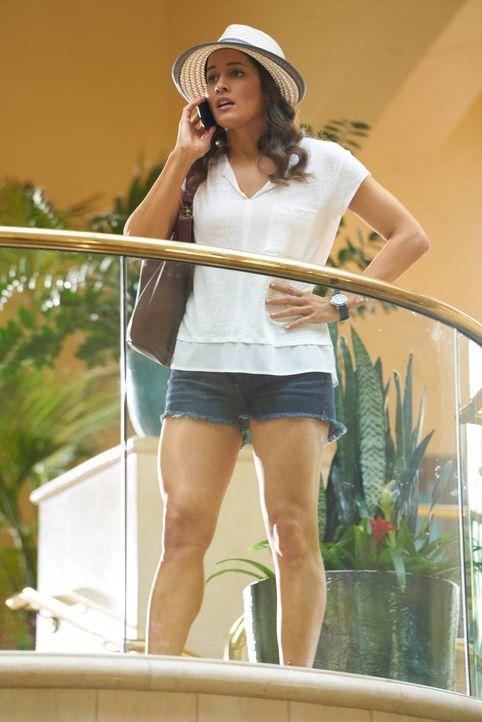 Villa (Jaina Lee Ortiz) kann es nicht glauben, aber Rosie bittet sie, nur mit einem Verdacht bewaffnet, in einem vermeintlichen Mordfall zu ermittel... - Bildquelle: 2015-2016 Fox and its related entities.  All rights reserved.